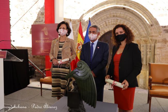El presidente regional, Miguel Ángel Revilla, hizo entrega de las distinciones